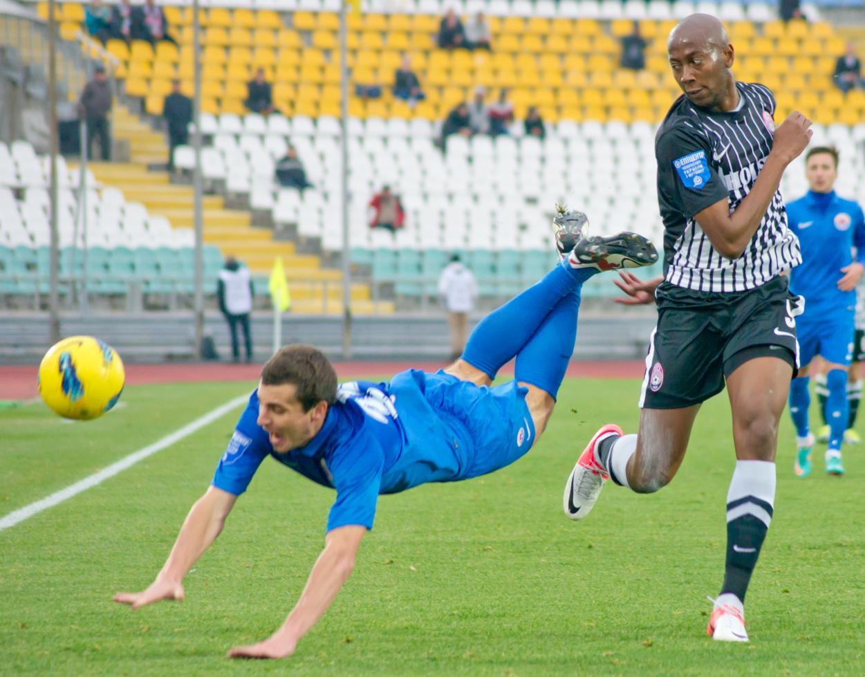 Статья: 'Заря' - 'Ильичевец'. ФОТОгалерея от lugansk-football.com